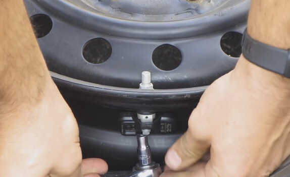 how to install tpms sensors by yourself-13