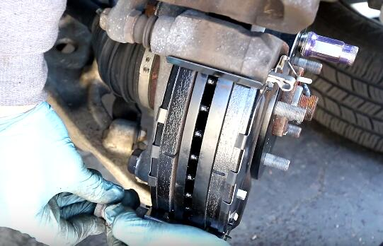 How to Change the Brake Pads And Rotors (16)