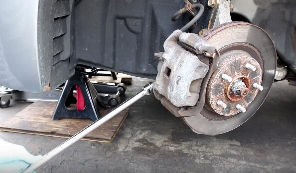 How to Change the Brake Pads And Rotors (2)