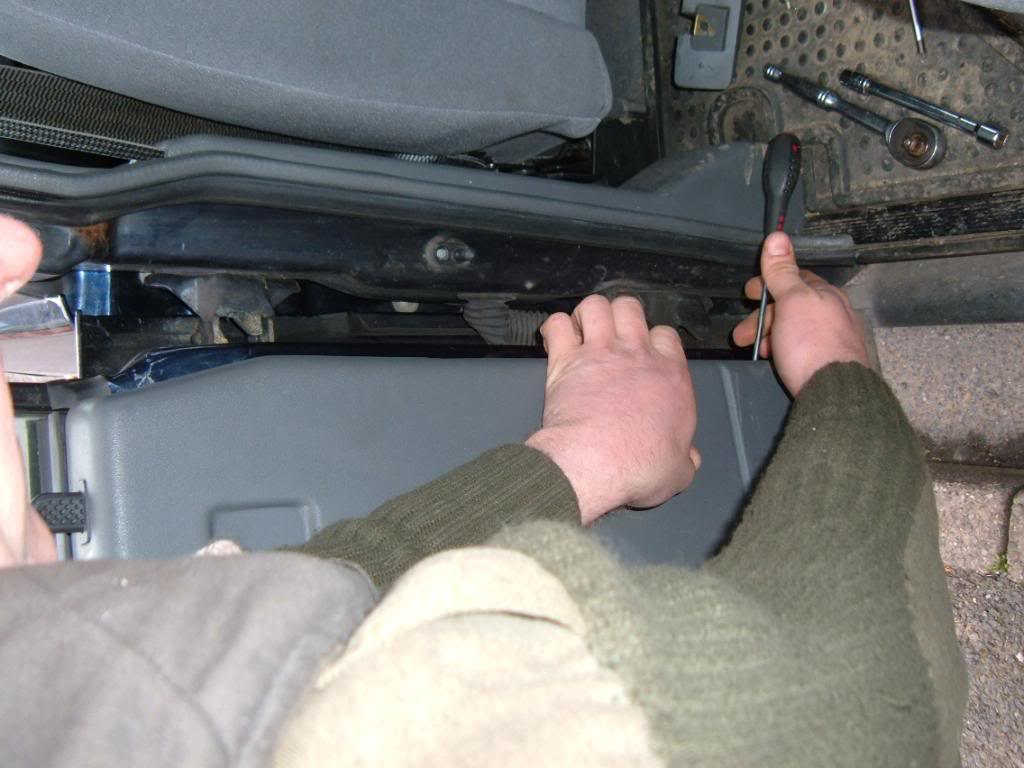 Land Rover Discovery Door Spring Replacement (3)