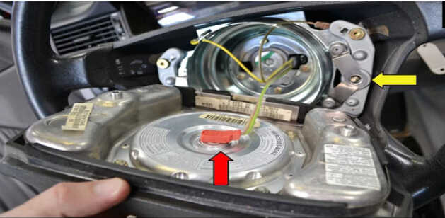 Benz W204 Steering Angle Sensor Removal (5)