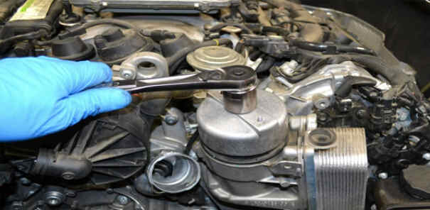 How to Replace Benz W204 Engine Oil Filter (7)