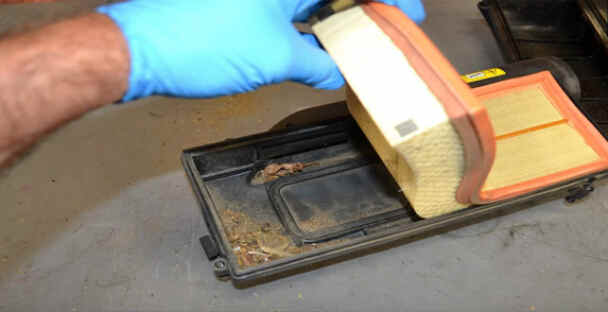 Replace Engine Air Filter for Benz W204 (4)
