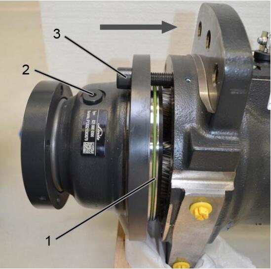 How-to-Change-the-Shaft-Seal-on-the-Drive-Wheel-Unit-for-Still-RX20-Truck-15