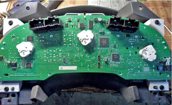 Remove-Disassemble-Instrument-Cluster-for-Dodge-Caliber-15