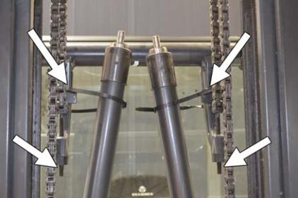 How-to-Change-Support-Rollers-in-the-Lift-Mast-for-Still-RX20-1