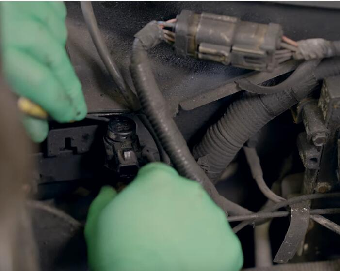 How-to-Replace-the-4×4-Disengage-Solenoid-in-5.4L-Ford-F-150-6