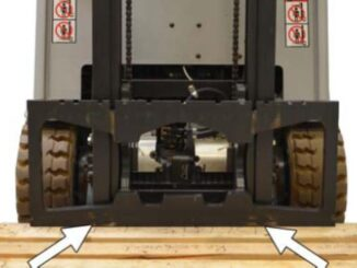 How-to-Remove-Install-Fork-Carriage-for-Still-RX20-Forklift-3