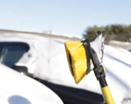 How-Not-to-Clear-Snow-Off-Your-Vehicle-8