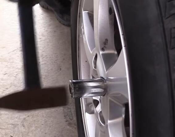 How-to-Remove-the-Locking-Lug-Nuts-without-Key-for-2008-Volvo-XC70-4