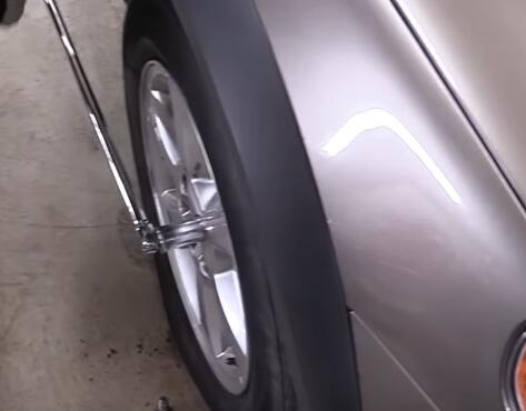 How-to-Remove-the-Locking-Lug-Nuts-without-Key-for-2008-Volvo-XC70-5