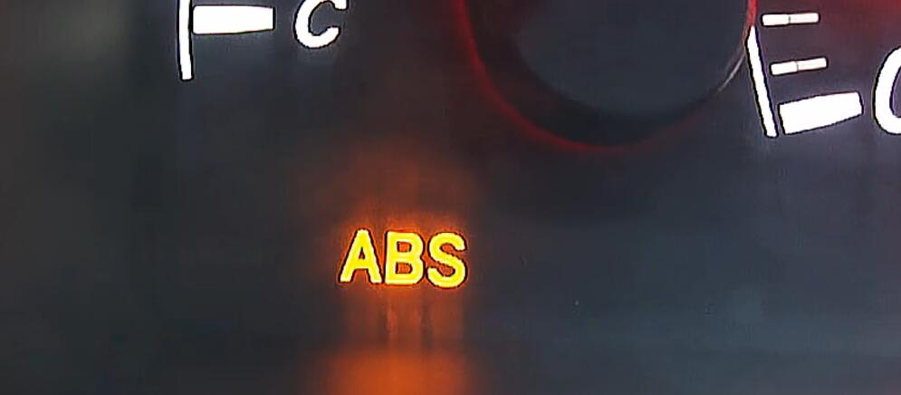 How-to-diagnostic-ABS-Light-on-by-LAUNCH-Creader-V-for-Toyota-1