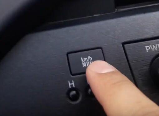 5-Hidden-Features-You-Might-Dont-Know-on-Toyota-Prius-5