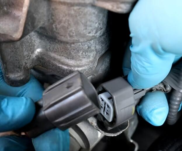 How-to-Clean-Oxygen-Sensor-without-removing-It-for-Toyota-Camry-2017-4