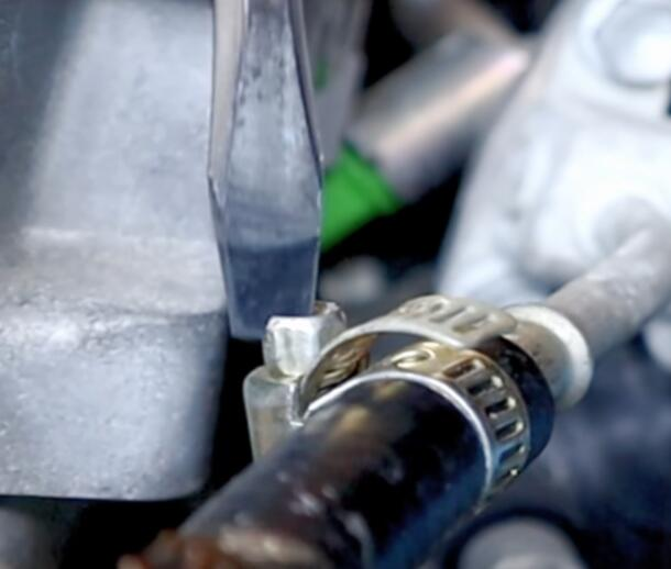 How-to-Quick-Clean-Fuel-Injectors-Directly-without-Disassembling-5