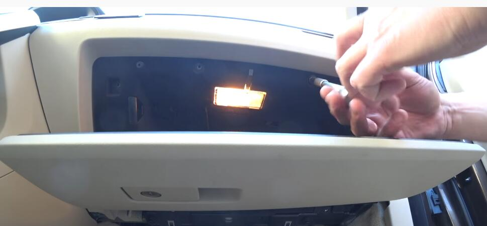 How-to-Replacing-Cabin-Filter-and-Cleaning-AC-evaporator-on-Volvo-3