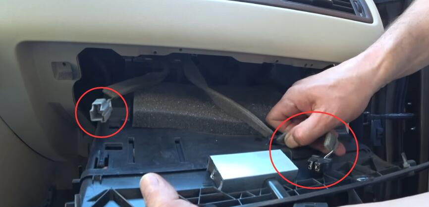 How-to-Replacing-Cabin-Filter-and-Cleaning-AC-evaporator-on-Volvo-5