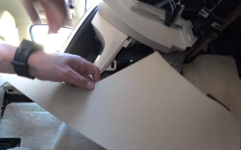 How-to-Replacing-Cabin-Filter-and-Cleaning-AC-evaporator-on-Volvo-6