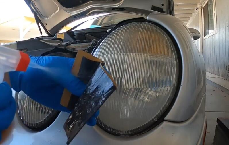 How-to-Restore-Headlights-Permanently-with-a-Simple-Process-on-Benz-2