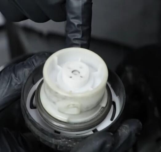 How-to-Diagnose-EVAP-System-When-Check-Engine-Code-Says-P0455-or-P0442-1