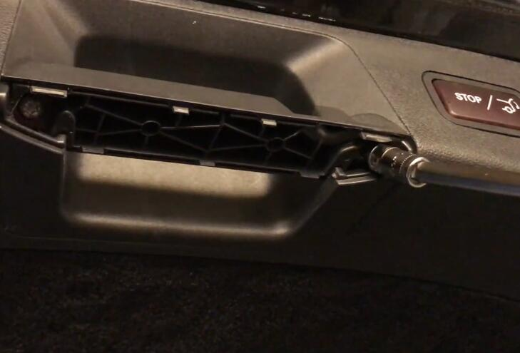 How-to-Remove-Trunk-Tail-LightLid-Liner-Panel-for-Mercedes-Benz-W212-E-Class-3
