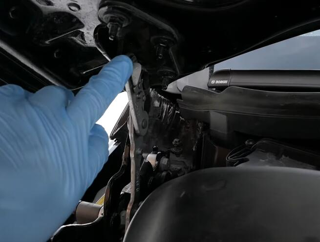 How-to-RemoveInstall-Battery-for-Mercedes-Benz-1