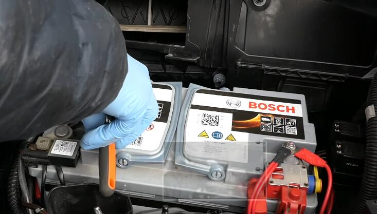 How-to-RemoveInstall-Battery-for-Mercedes-Benz-4
