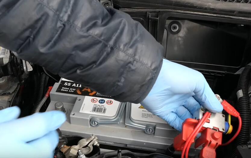 How-to-RemoveInstall-Battery-for-Mercedes-Benz-5
