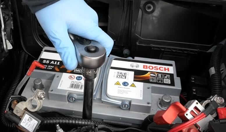 How-to-RemoveInstall-Battery-for-Mercedes-Benz-7