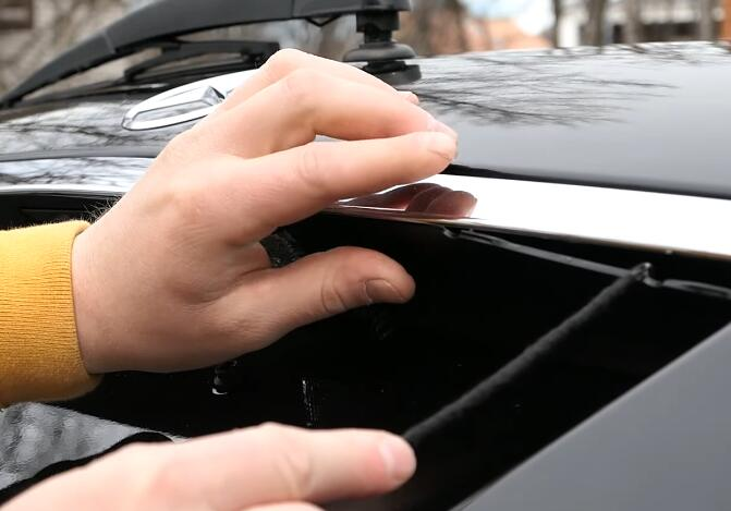 How-to-Change-License-Plate-Lamp-for-Mercedes-Benz-E-Class-7