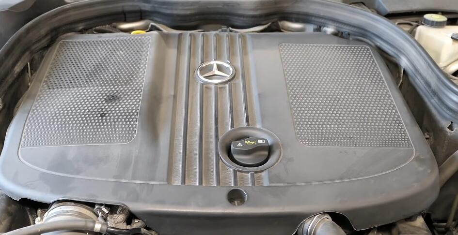 How-to-Replace-Engine-Fuel-Filter-for-Mercedes-W212-3