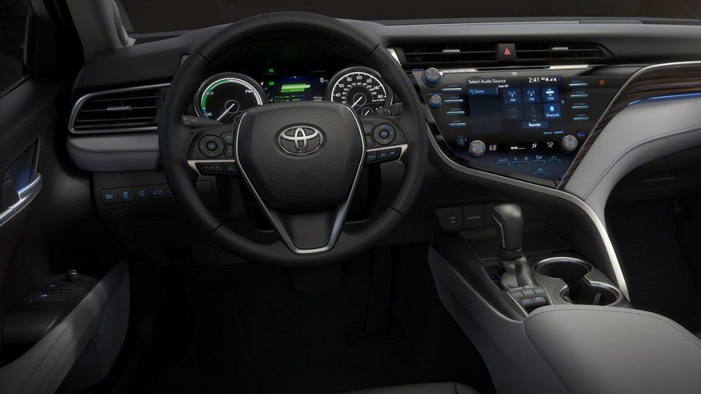 Toyota-Camry-int-01-17