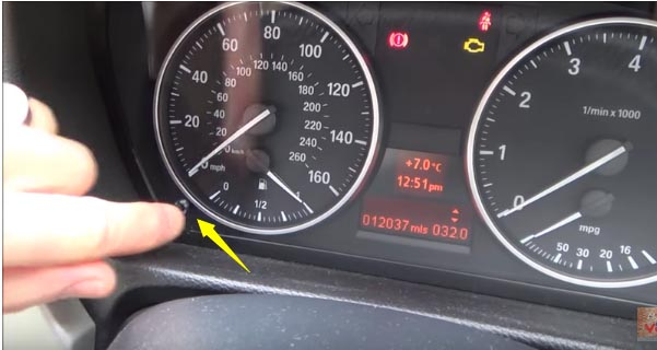 How to Reset Service Light for BMW 318i E92 2013 (5)