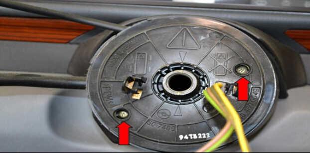 Benz W204 Steering Angle Sensor Removal (10)