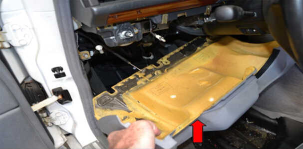 Benz W204 Steering Angle Sensor Removal (14)
