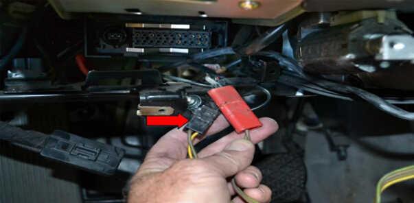 Benz W204 Steering Angle Sensor Removal (15)
