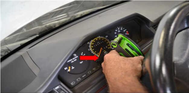 Benz W204 Steering Angle Sensor Removal (3)