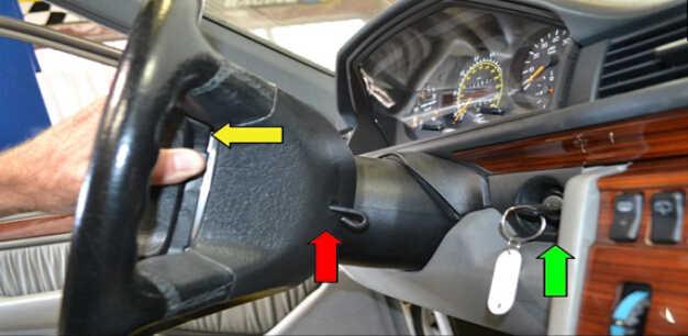 Benz W204 Steering Angle Sensor Removal (4)