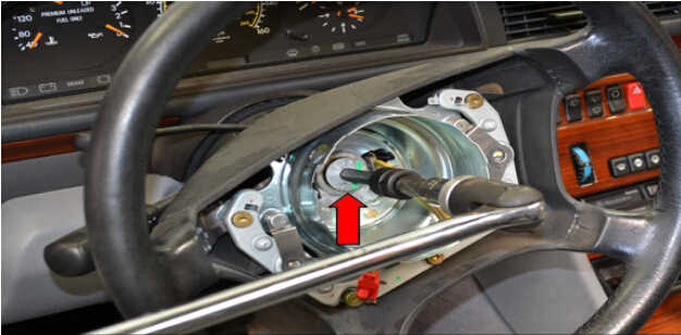 Benz W204 Steering Angle Sensor Removal (7)