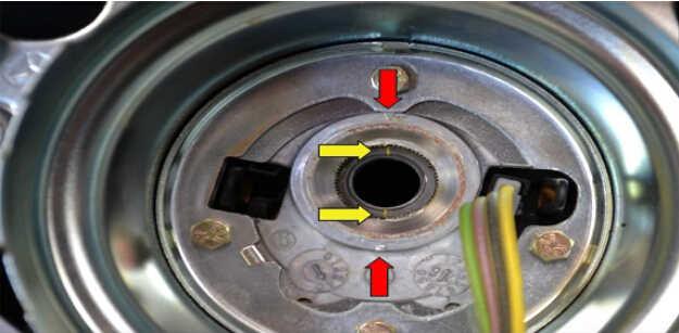 Benz W204 Steering Angle Sensor Removal (8)