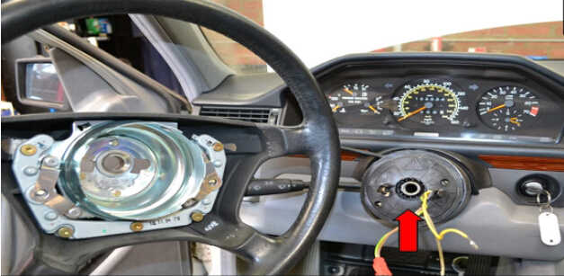 Benz W204 Steering Angle Sensor Removal (9)
