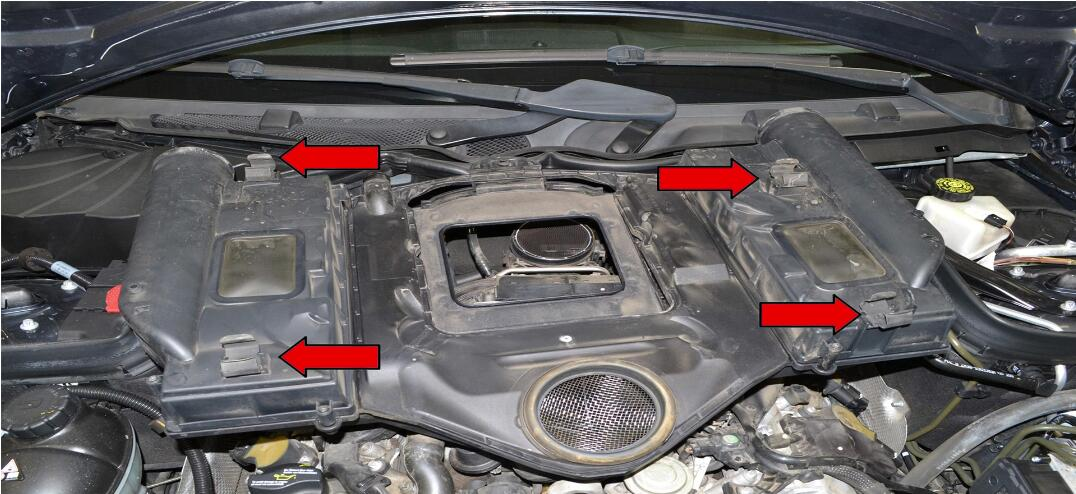 How to Remove Benz C Class W204 Engine Cover (2)