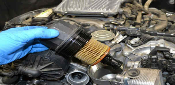 How to Replace Benz W204 Engine Oil Filter (8)