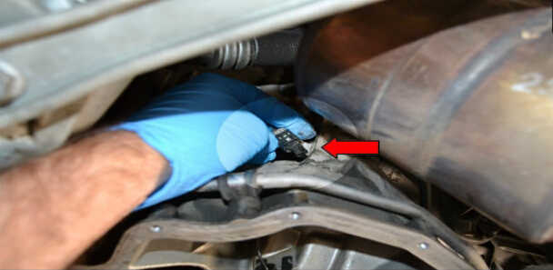 How to Replace Oil Level Sensor for Mercedes Benz (10)
