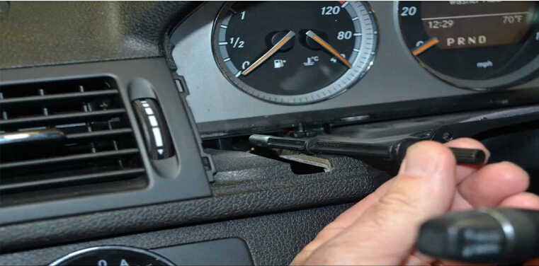 How to Remove Instrument Cluster for Mercedes Benz W204 (5)