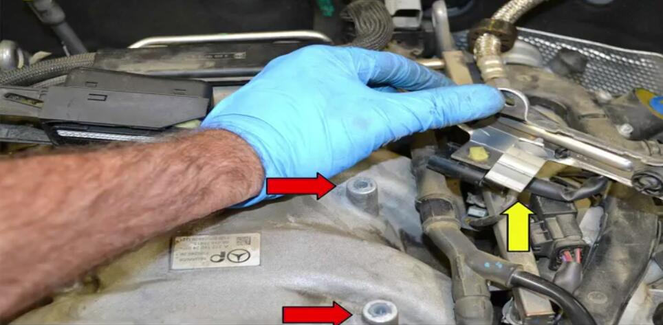 How to Remove Mercedes Benz Intake Manifold (12)