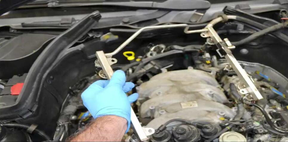 How to Remove Mercedes Benz Intake Manifold (18)