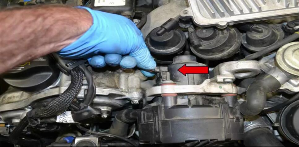 How to Remove Mercedes Benz Intake Manifold (9)