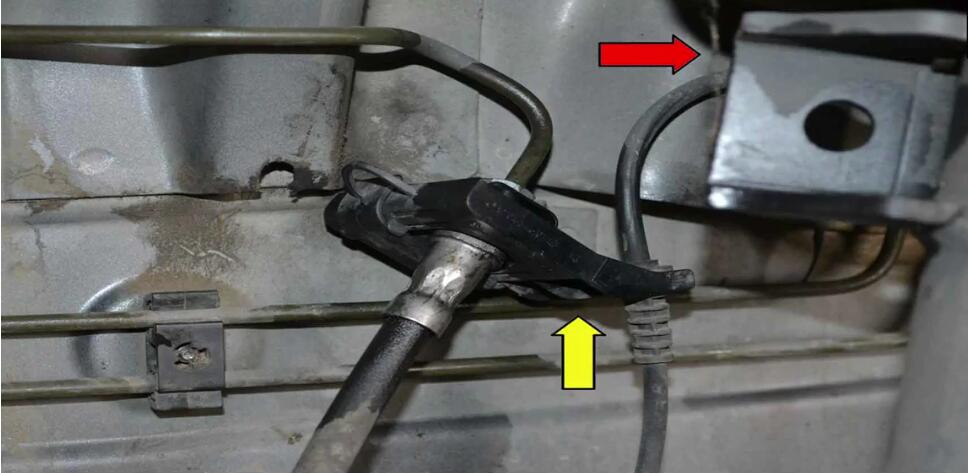 How to Replace ABS Sensor for Mercedes Benz W204 (6)