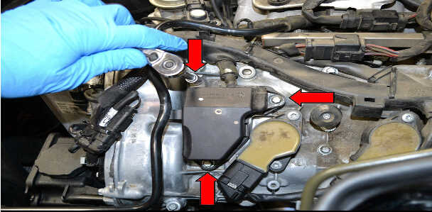 How to Replace Air Oil Separator for Mercedes Benz (3)
